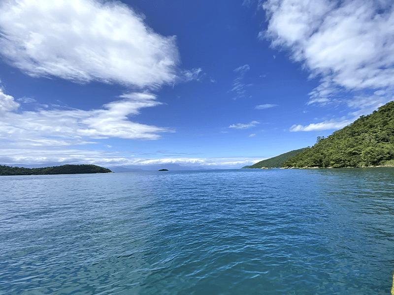 passeio-de-escuna-ilha-comprida-do-norte-ilha-da-rapada-escuna-netuno-paraty-rj (1)